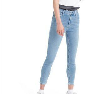 Levi's 720 high rise super skinny crop jeans light wash size 29